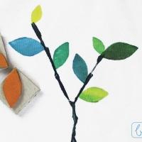 Stoff bedrucken: Blätter mit dem Moosgummistempel