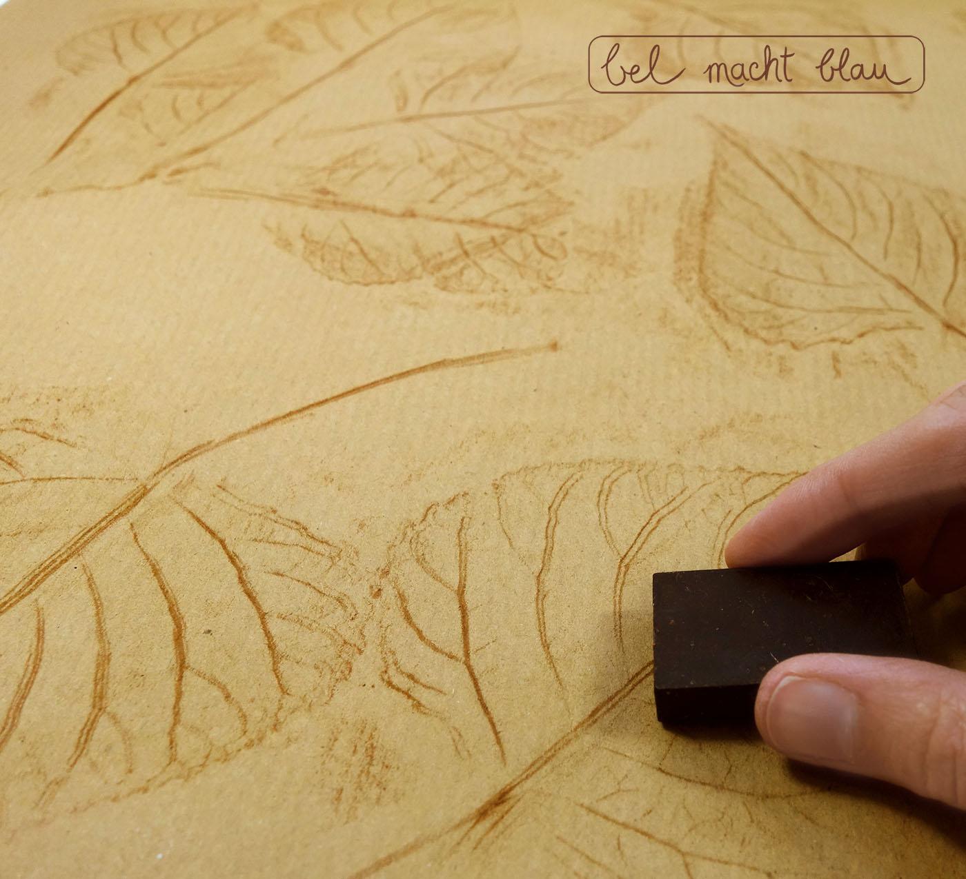 Blättergeschenkpapier selbermachen